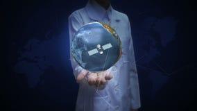 Ricercatore femminile, ingegnere, palma aperta di medico, terra, tecnologia della comunicazione, mappa di mondo della rete Wi-Fi, illustrazione di stock