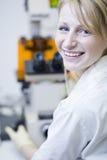 ricercatore femminile in un laboratorio Fotografia Stock