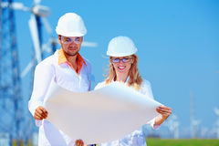 Ricercatori sul lavoro sulla centrale elettrica del vento Fotografia Stock
