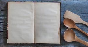 Ricetta d'annata in bianco che cucina libro fotografia stock libera da diritti