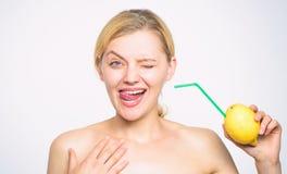 Ricetta della limonata senza supplementi Gusto reale di tatto Stile di vita sano e nutrizione organica Bevanda della vitamina del immagini stock libere da diritti