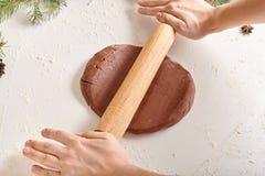 Ricetta della preparazione dei biscotti del pan di zenzero Immagini Stock
