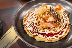 Ricetta di Okonomiyaki, pancake stile giapponese o pizza fotografia stock libera da diritti