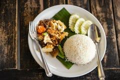 Ricetta piccante tailandese del riso fritto dell'alimento, viev superiore immagine stock