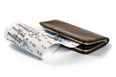 Ricevuta di contanti che illustra i soldi spesi Fotografie Stock Libere da Diritti
