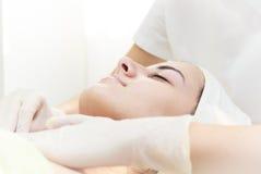 Ricezione del massaggio alla stazione termale Immagini Stock