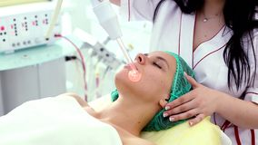Ricezione della procedura facciale darsonval elettrica di massaggio archivi video