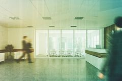 Ricezione di legno bianca, lato della sala riunioni, la gente Fotografie Stock Libere da Diritti