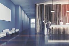 Ricezione di legno dell'ufficio, la gente della sala di attesa Immagini Stock Libere da Diritti