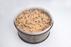Rich bär frukt kakan/kakan för påsken för den Simnel kakan som den traditionella brittiska är klar att baka Arkivfoto