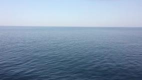 Rich Blue Caribbean Water Going por una nave que cruza metrajes