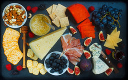Rich Cheese Plate Board Photographie stock libre de droits