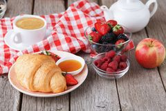 Continental breakfast with croissants and berries on natural wood Stock Photography