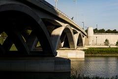 Rich Street Arch Bridge - Scioto flod - Columbus, Ohio Royaltyfria Foton