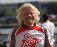 Richard Branson som främjar jungfrulig aktiv royaltyfri foto
