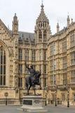 Richard I monument framme av hus av parlamentet, London, England Royaltyfri Bild