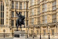 Richard I monument framme av hus av parlamentet, London, England, Förenade kungariket Royaltyfria Bilder