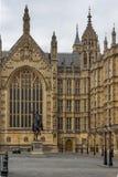 Richard I monument framme av hus av parlamentet, London, England, Förenade kungariket Royaltyfri Fotografi