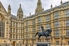 Richard I monument framme av hus av parlamentet, London, England, Förenade kungariket Arkivfoto
