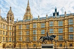 Richard I staty utanför slott av Westminster, London Royaltyfria Bilder