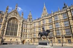 Richard Lionhearten och husen av parlamentet Arkivbild