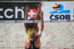 Richard Schuil, Marcio Araujo - setzen Sie Volleyball auf den Strand Stockbild