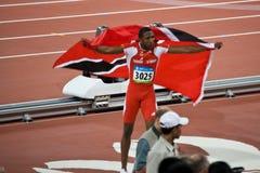 Richard Thompson célèbre avec l'indicateur du Trinidad Images libres de droits