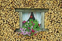Richel van een omringd venster stock foto