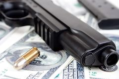 richiamo di 9mm e primo piano della pistola Fotografie Stock Libere da Diritti