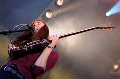 Richie James Follin vokalist och gitarrist av vaktmusikbandet, utför på den Heineken Primavera ljudfestivalen 2013 arkivbilder