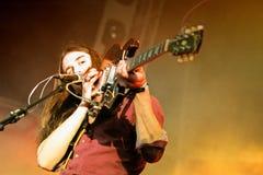 Richie James Follin vokalist och gitarrist av vaktmusikbandet, utför på det Heineken Primavera ljudet arkivfoto