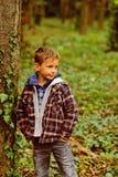 Richieda tempo per voi stesso Bambino piccolo adorabile Gioco del bambino piccolo in parco Il mio fine settimana perfetto sta and fotografie stock