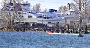 RICHMOND, BC - 18 September: Een BC veerboot die reparaties krijgen die bij Deas-Dok op aardige en zonnige dag worden gedaan BC w stock fotografie