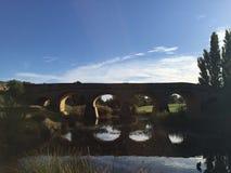 Richmond-Brückenreflexionen lizenzfreie stockfotografie