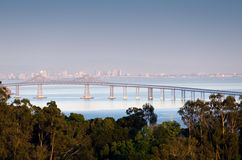 Richmond Bridge comme vu de San Rafael, la Californie Image libre de droits