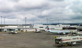 RICHMOND, CANADA - 14 septembre 2018 : La vie occupée aux avions et à la cargaison d'aéroport international de Vancouver photo libre de droits