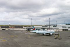 RICHMOND, CANADA - 14 septembre 2018 : La vie occupée aux avions et à la cargaison d'aéroport international de Vancouver images stock