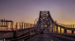 Richmond - San Rafael Bridge au coucher du soleil photo stock
