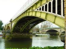 Richmond sopra il ponte ferroviario di Tamigi sopra il Tamigi a Londra Regno Unito immagini stock