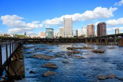 Richmond Virginia Skyline Summer James River fotografie stock libere da diritti
