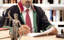 Richter In Courtroom Stockbild