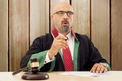 Richter In Courtroom Lizenzfreie Stockbilder