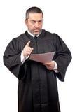 Richter, der den Programmsatz liest Lizenzfreies Stockbild