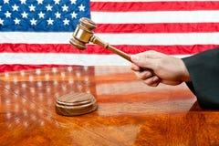 Richter und Hammer lizenzfreie stockfotos
