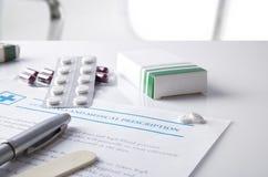 Richtlinien und medizinische Verordnung mit den Drogenblasen erhöht Lizenzfreies Stockbild