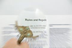 Richtlinien und Regelungen unscharfes Dokument Lizenzfreie Stockbilder