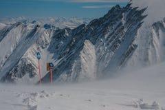 Richtung in Berg Stockfotografie