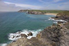 In Richtung der Kirchen-Bucht blicken, Cornwall, England Stockbilder