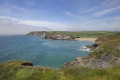 In Richtung der Kirchen-Bucht blicken, Cornwall, England Lizenzfreies Stockfoto