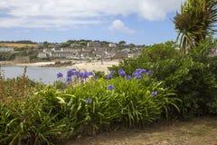 In Richtung Porthcressa Strandes, St Mary u. x27 blicken; s, Inseln von Scilly, England Lizenzfreie Stockbilder